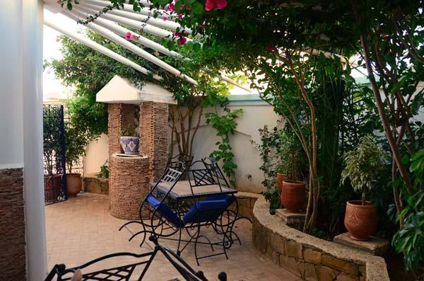 Hotel al alba en asilah marruecos for Al alba jardin hotel